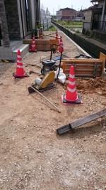 型枠にコンクリート打ち「職人の仕事」