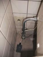 水道パイプが壁中で折れてしまった!「M様のウォシュレット一体形取替機能部を取替え」2