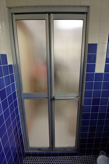 DIYで浴室ドアのリフォーム6・・・タイル張りの準備