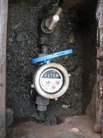 水道使用水量が多い「水道メーターのパイロットが回る」1