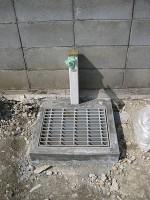 グレーチング流し場の周囲に砕石「駐車場に散水栓」33