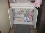 洗面キャビネット内に棚を取付「廃材を利用」3